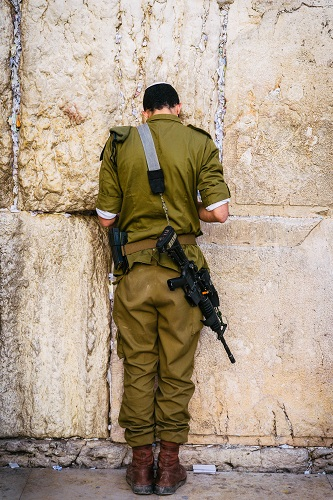 soldier on wailing wall