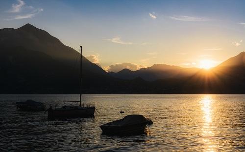 sunset lake como