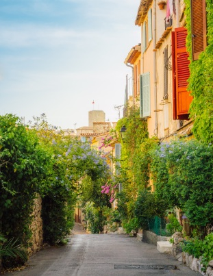 Picturesque small alleyway in Antibes, Cote d'Azur, France