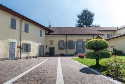 Entrance to quaint Italian villa