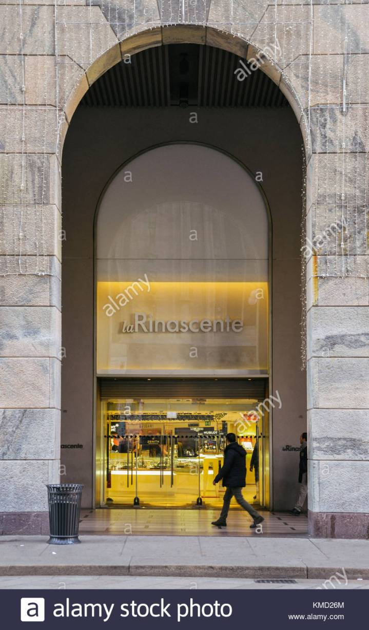 milan-italy-06th-dec-2017-la-rinascente-meaning-the-renaissance-is-KMD26M