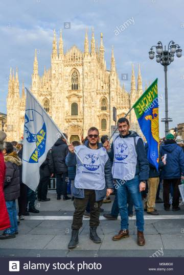 milan-italy-feb-24-2018-far-right-wing-political-party-supporters-M5M8G0