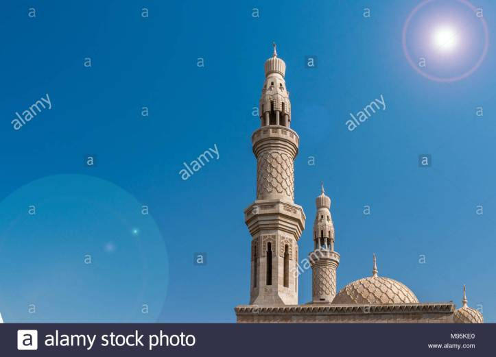 mosque-against-blue-sky-in-the-united-arab-emirates-M95KE0