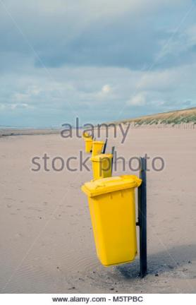 trash-can-on-the-beach-sunny-day-concept-photo-of-a-clean-beach-M5TPBC