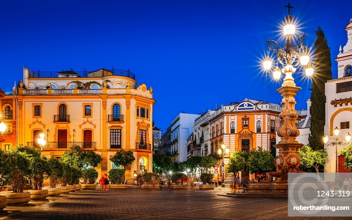 Plaza Virgen de los Reyes leading to Calle Mateos Gago at night, Seville, Andalusia, Spain