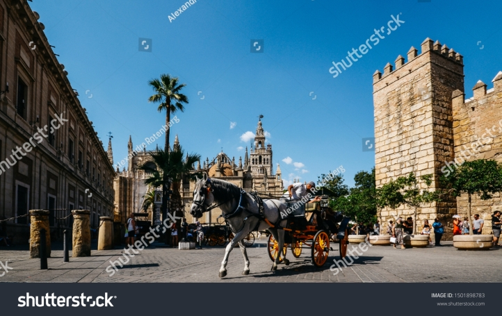 stock-photo-seville-spain-sept-touristic-horse-drawn-carriage-overlooking-giralda-tower-at-seville-1501898783